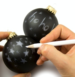 Boules de Noël 'Black Magic' avec crayon blanc pour y écrire, lot de 2, non magnétique !