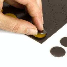 Takkis round 20 mm self-adhesive magnetic dots, 24 pieces per sheet