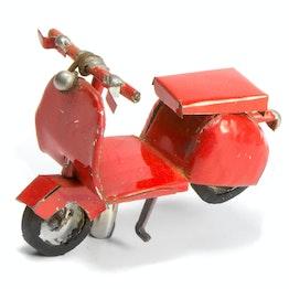MadagasCAR magnetische mini-voertuigjes uit oude blikken, scooter
