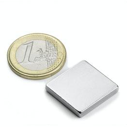 Q-20-20-03-N Parallelepipedo magnetico 20 x 20 x 3 mm, tiene ca. 4,2 kg, neodimio, N45, nichelato