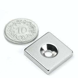 CS-Q-20-20-04-N Parallélépipède magnétique 20 x 20 x 4 mm, avec trou de fixation biseauté, N35, nickelé