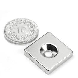 CS-Q-20-20-04-N Parallélépipède magnétique 20 x 20 x 4 mm, tient env. 7.5 kg, avec trou de fixation biseauté, N35, nickelé