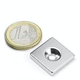 CS-Q-20-20-04-N Parallélépipède magnétique 20 x 20 x 4 mm, tient env. 7,5 kg, avec trou de fixation biseauté, N35, nickelé