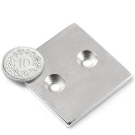 CS-Q-40-40-04-N Parallélépipède magnétique 40 x 40 x 4 mm, avec trou de fixation biseauté, N35, nickelé