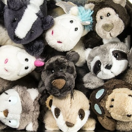 MagNICI magnetic plush toys with magnets in paws
