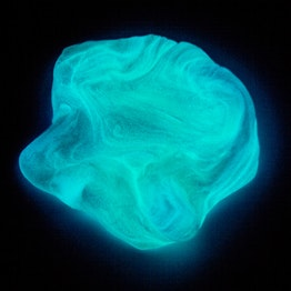 Smart putty Glow 'Northern Light' glows in the dark, milky blue, not magnetic!