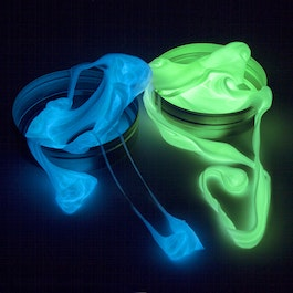 Smart putty Glow glows in the dark, different colours, not magnetic!