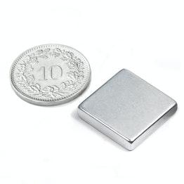 Q-18-18-04-Z Blokmagneet 18 x 18 x 4 mm, houdt ca. 4.1 kg, neodymium, N45, verzinkt