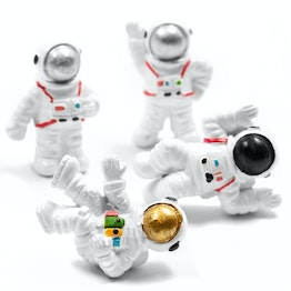 Fridge magnets 'Space' astronaut-shaped, white, set of 4