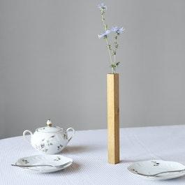 Magnetvase Eiche Vase aus Eichenholz, haftet magnetisch auf Metallplatte, in Geschenkverpackung