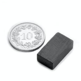 FE-Q-18-10-06 Parallelepipedo magnetico 18 x 10 x 6 mm, tiene ca. 630 g, ferrite, Y35, senza rivestimento