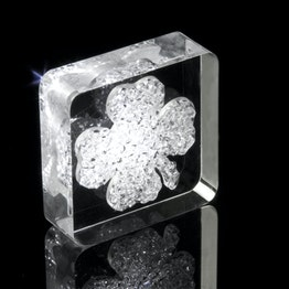 Decorative magnet 'Lucky Diamond' with four-leaf clover motif, made of plexiglass, with Swarovski crystals