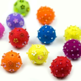 Felt magnets 'Adams' hand-crafted decorative magnets made of felt and glass beads, set of 3, in different colours
