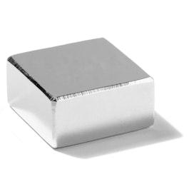 Q-30-30-15-N Parallelepipedo magnetico 30 x 30 x 15 mm, neodimio, N45, nichelato