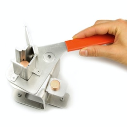 Magnet separator hand tool to separate magnets