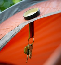 Magnetische ophanging met metalen deksel voor tenten