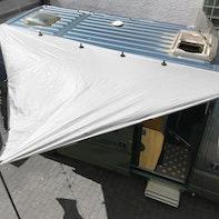 Fissare una tenda parasole sul camper