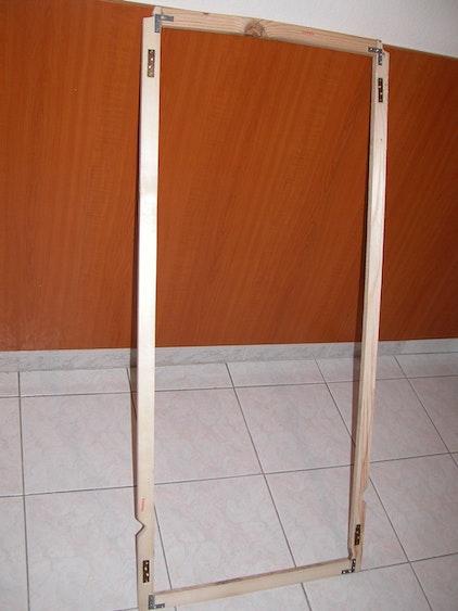 Holzrahmen für das Moskitonetz