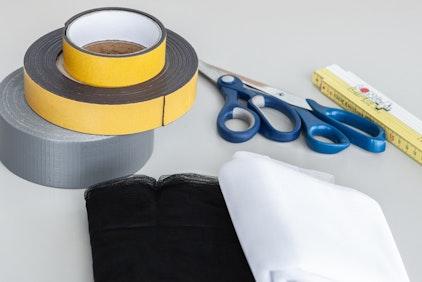 Benötigtes Material für die Befestigung des Fliegengitters
