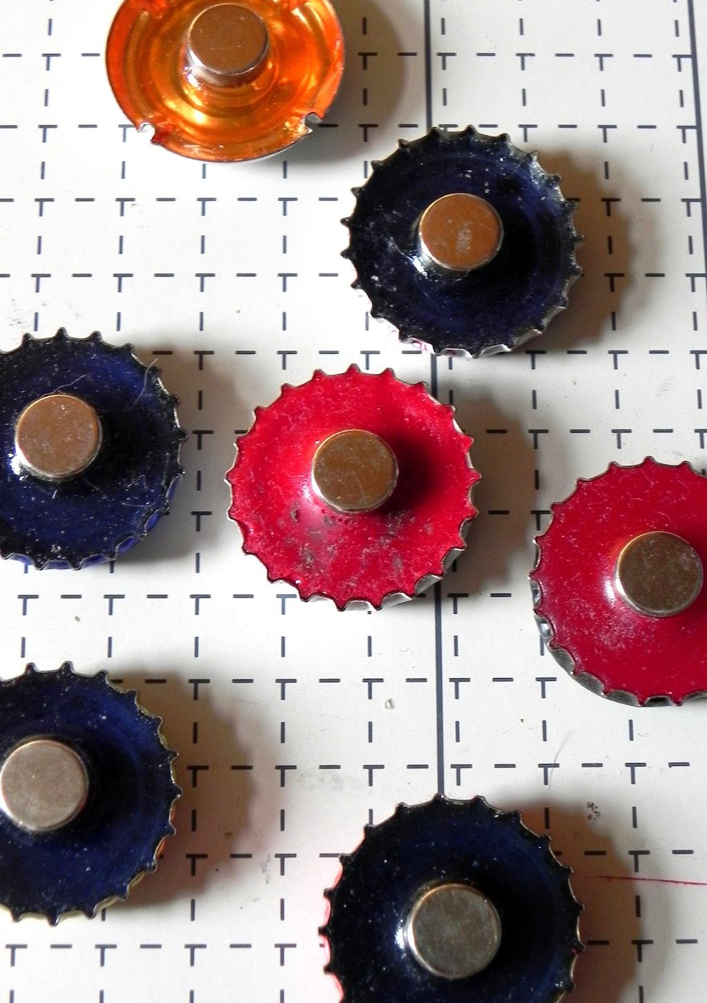 Tinkering with bottle caps: Bottle cap magnets - supermagnete de