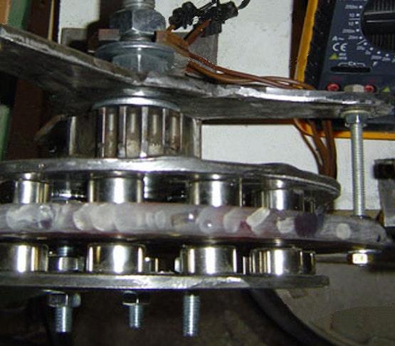 Generatore in fase di prova sul banco da lavoro