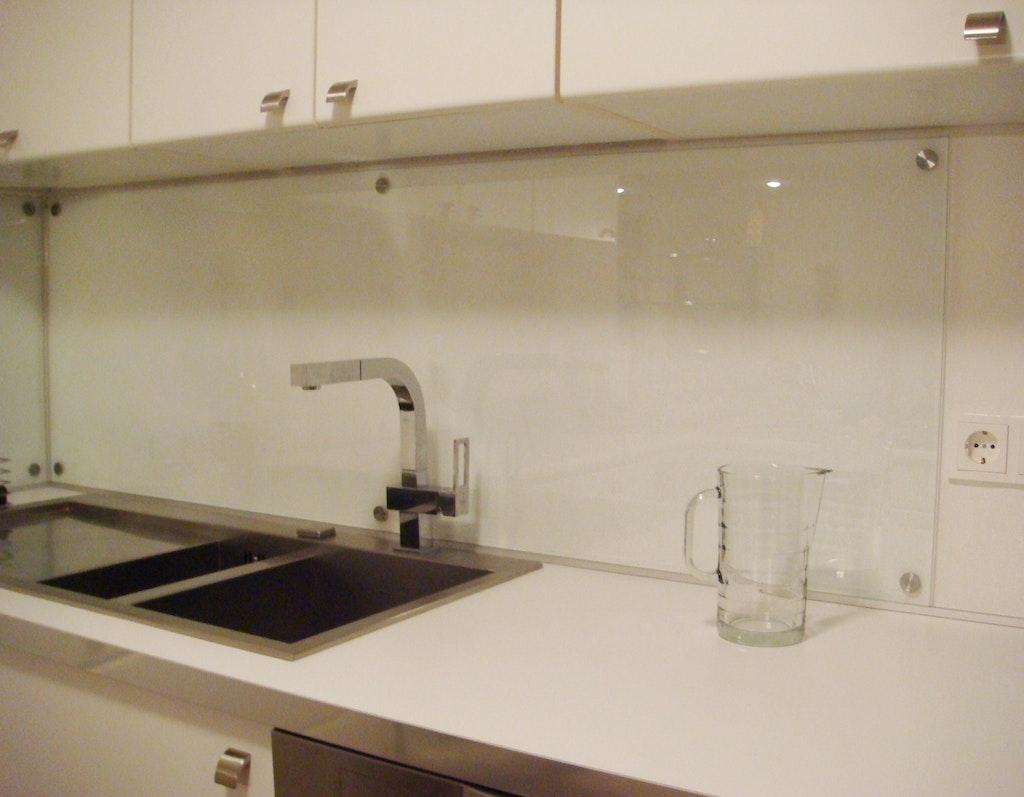 individueller spritzschutz f r die k che supermagnete. Black Bedroom Furniture Sets. Home Design Ideas