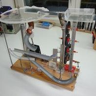 Kugelbahn mit Lift