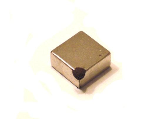 Magneet zit vol ijzervijlsel