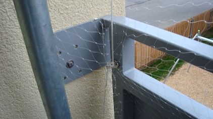Attaching cat nets on the balcony railing with magnets