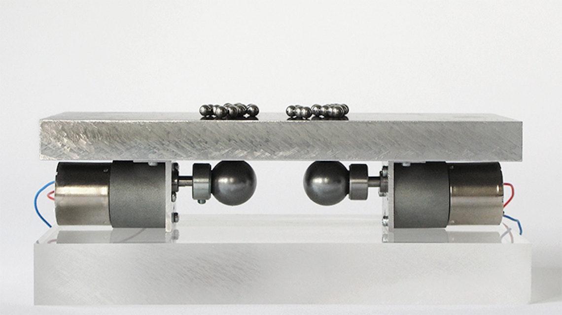 2 esferas magnéticas del tipo  y 28 esferas de acero de 3 mm de diámetro