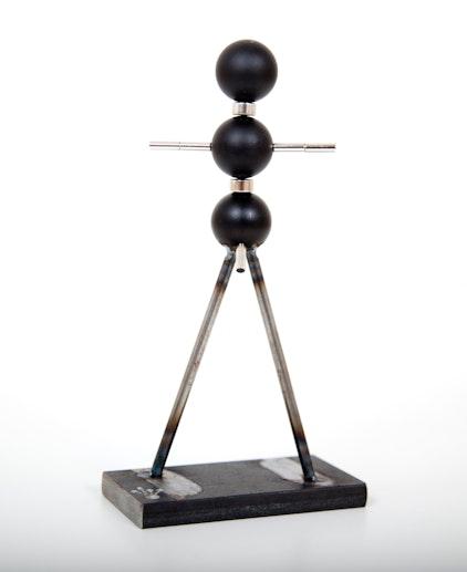 Kogelsculptuur, bijeengehouden door magneten