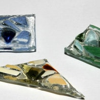 Glass fusing magnets