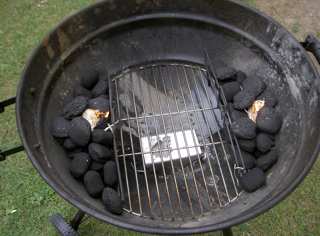 grill mit l fter turbo booster f r kugelgrill supermagnete. Black Bedroom Furniture Sets. Home Design Ideas
