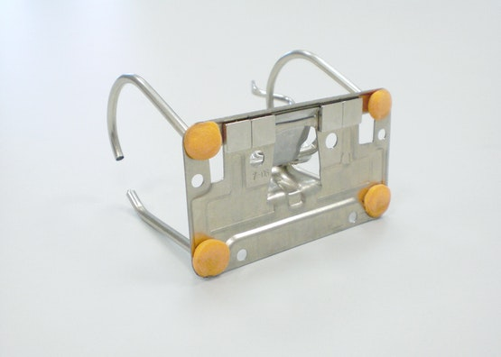 Chiusura di un raccoglitore dotata di magneti