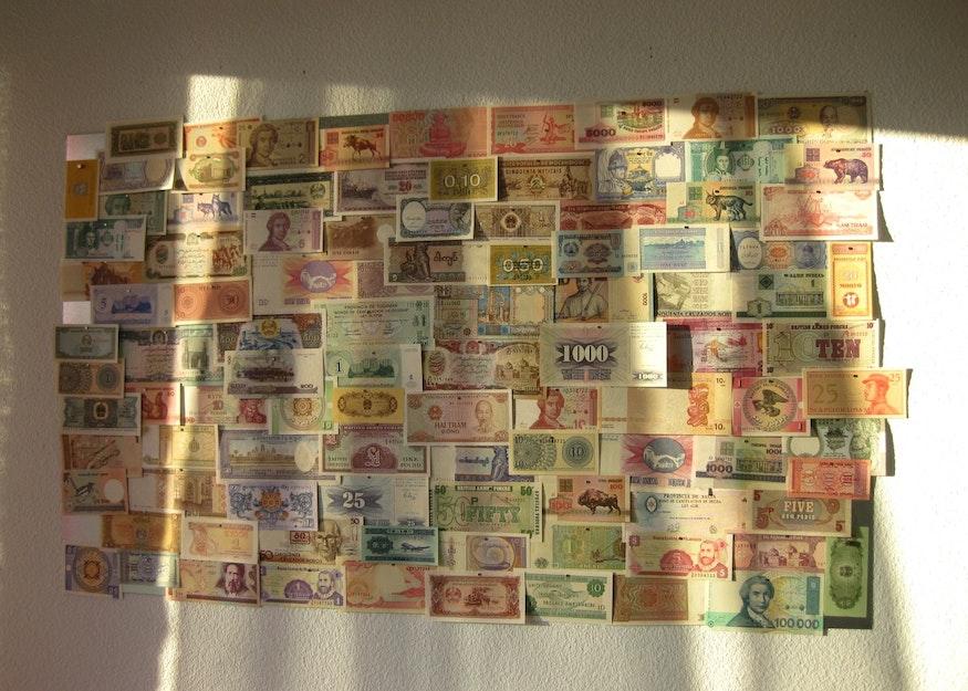 Fixation horizontale avec billets de banque