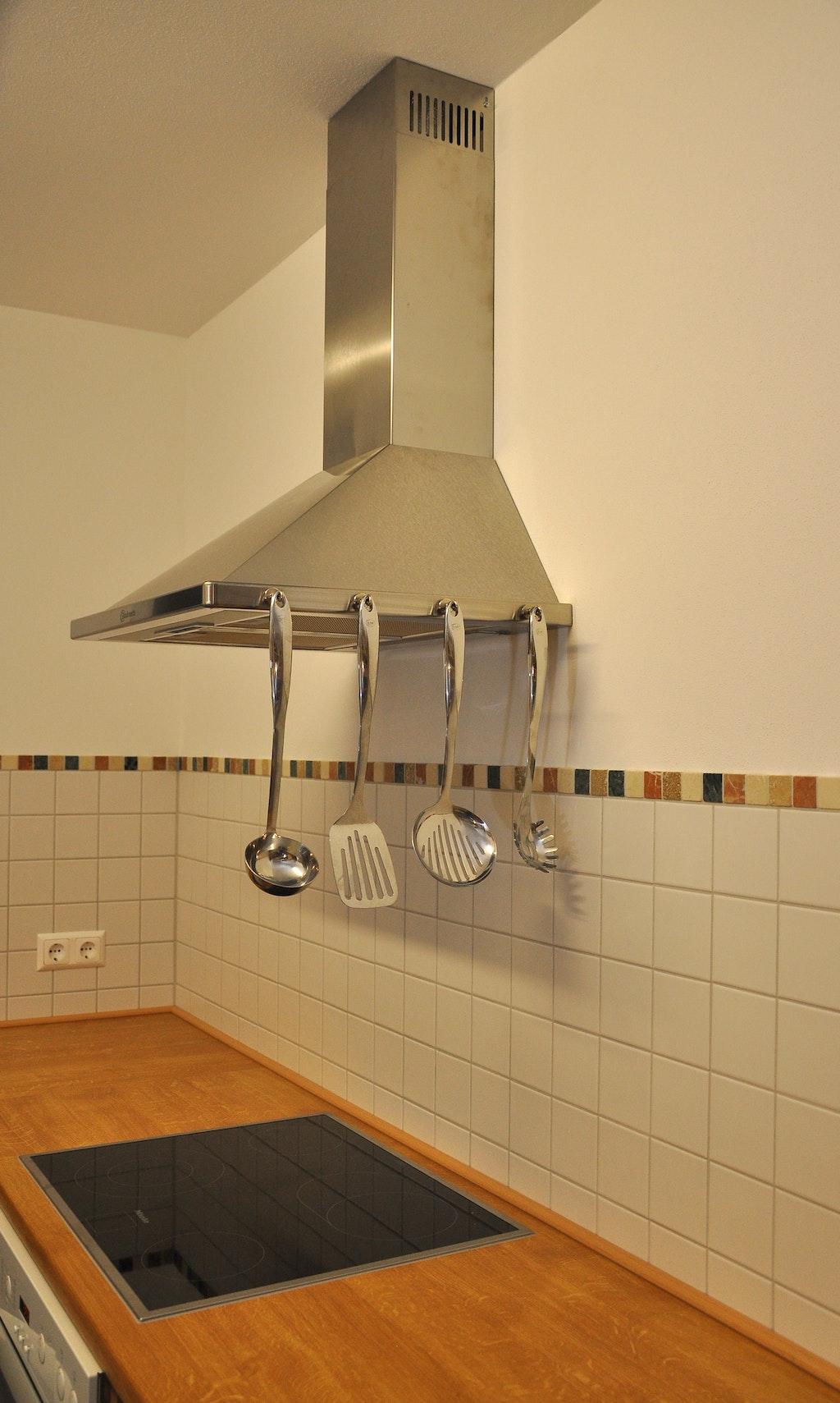 Appendere utensili da cucina applicazioni con i magneti - Stoviglie e utensili da cucina ...