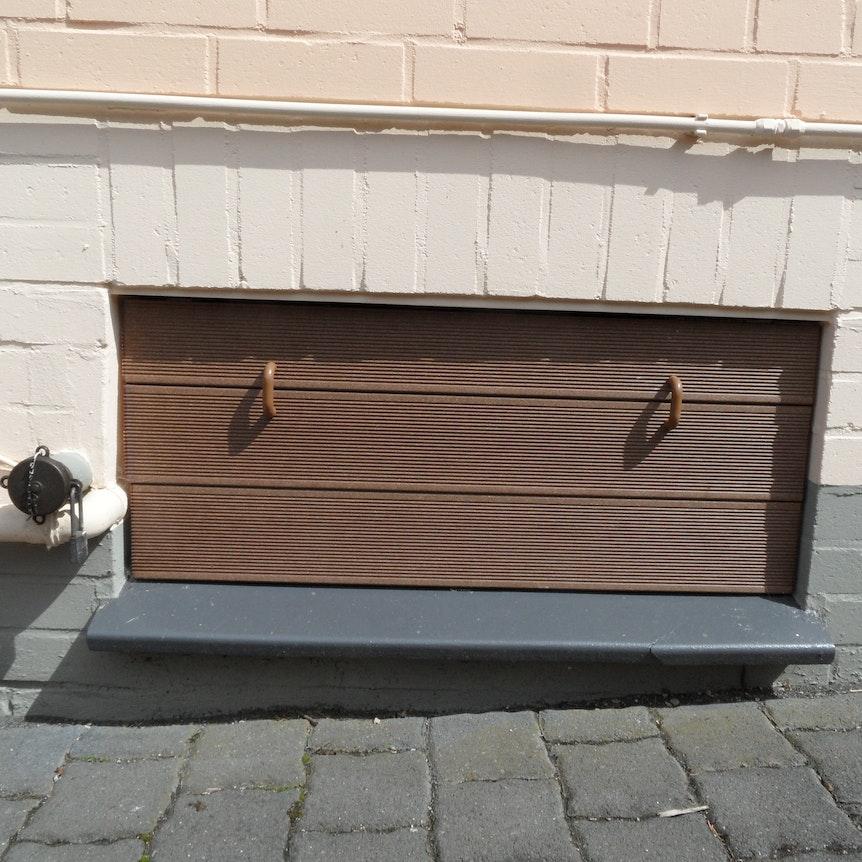 protection pour fen tre de cave avec aimants. Black Bedroom Furniture Sets. Home Design Ideas
