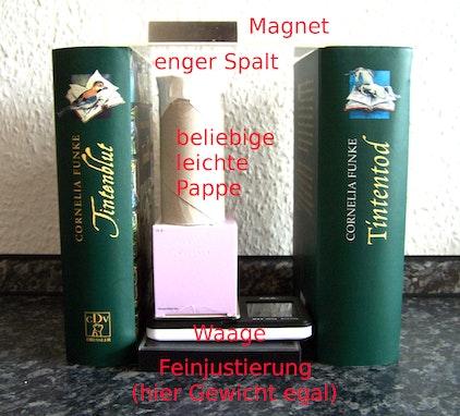 Messvorgang beim Goldbarren-Test mit Magneten