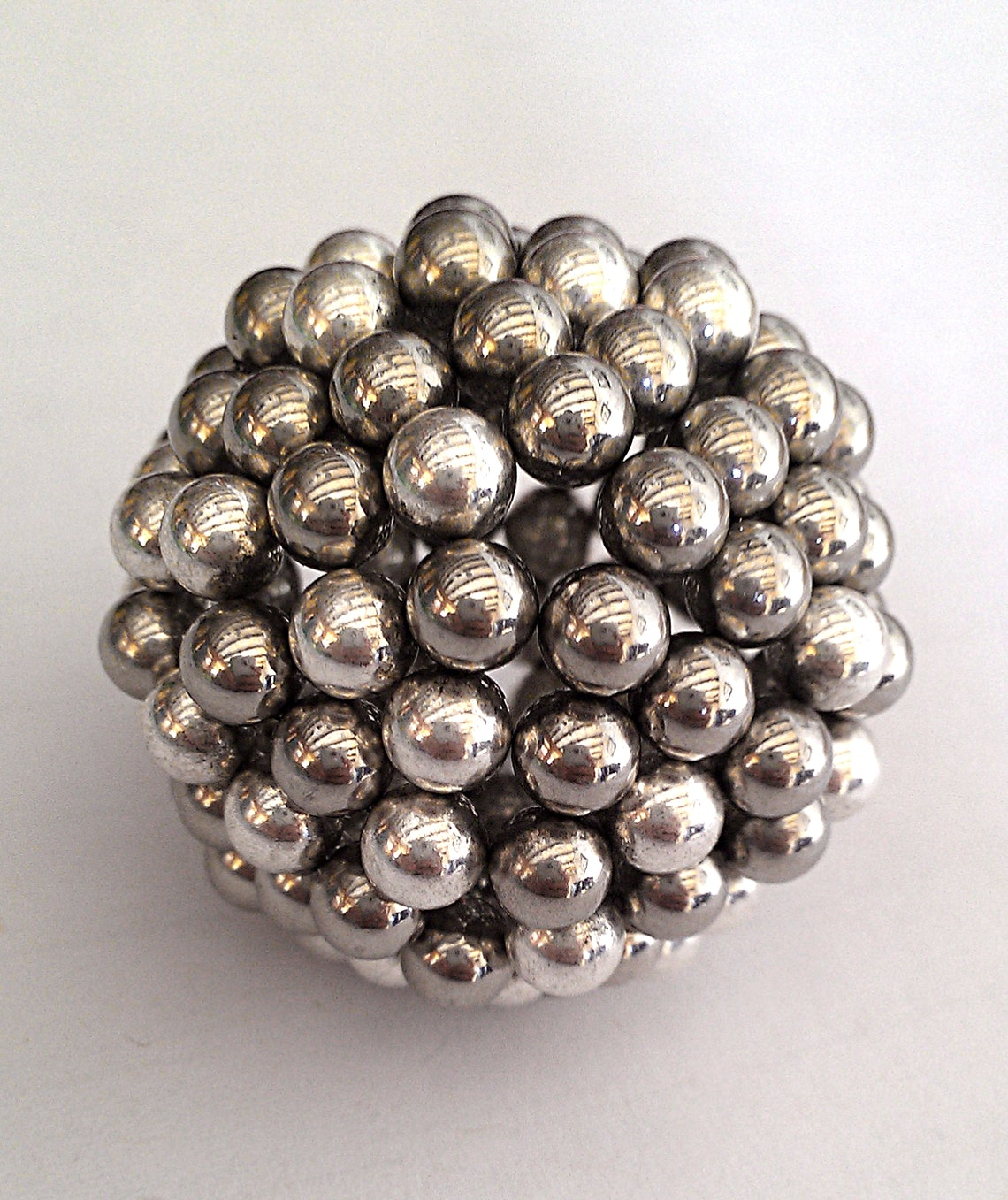 Ball made with sphere magnets