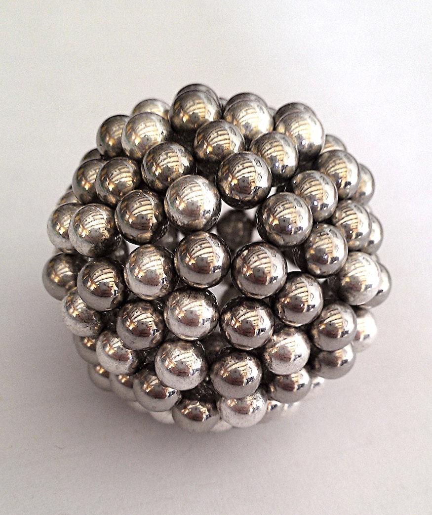 Ball aus Kugelmagneten