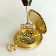 Demagnetisation of a mechanical watch