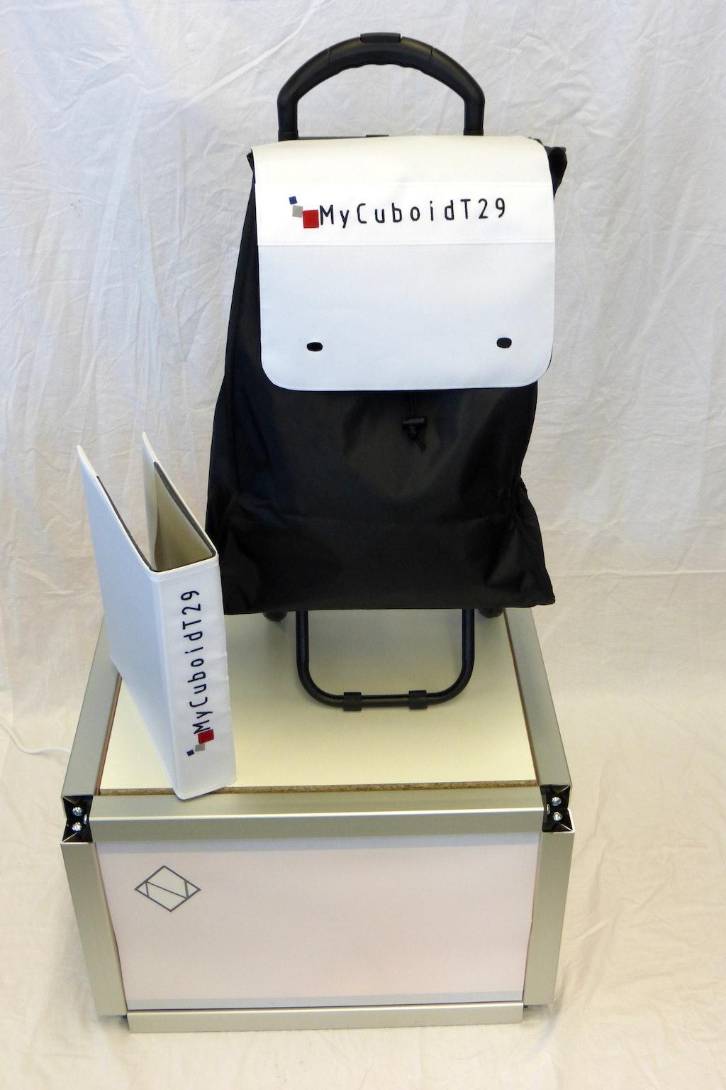 recouvrir un stand d 39 exposition avec de la bande magn tique. Black Bedroom Furniture Sets. Home Design Ideas