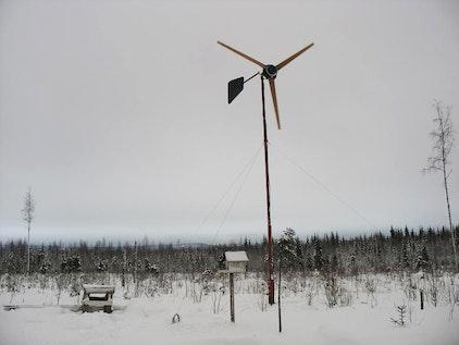 Molino de viento con generador de corriente