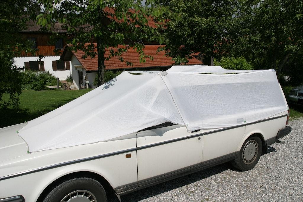 verdunkelungsvorhang einfach im auto camper anbringen. Black Bedroom Furniture Sets. Home Design Ideas