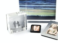 Picture frames with magnetic catch